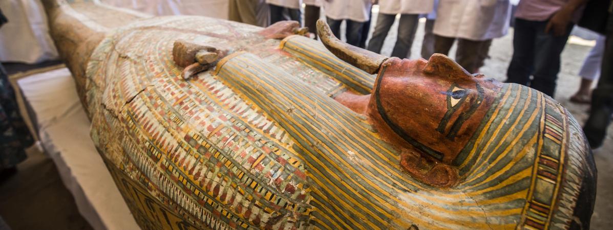Louxor : découverte de trente sarcophages en bois peint de plus de 3 000 ans en excellent état