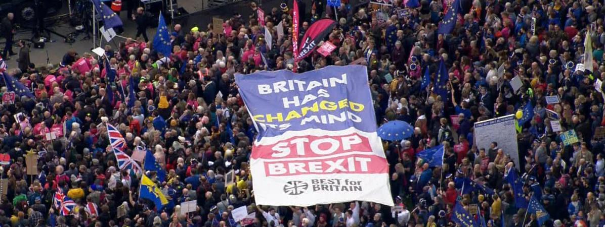 Brexit : un million de personnes manifestent à Londres pour réclamer un nouveau référendum, selon les organ...