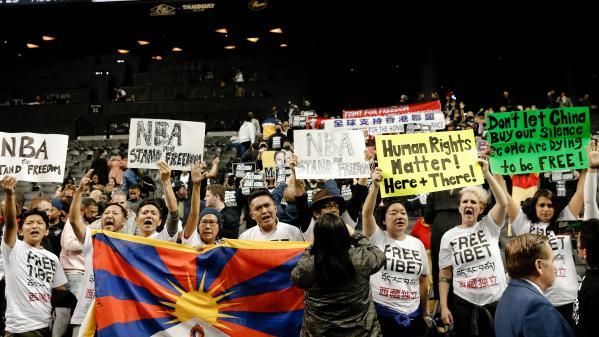 NBA : des partisans aux manifestants de Hong Kong s'invitent à un match des Nets de Brooklyn