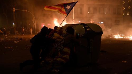 EN IMAGES. Scènes de guérilla dans les rues de Barcelone après une manifestation monstre des indépendantistes