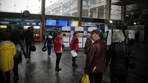 """SNCF : la direction annonce une """"reprise progressive"""" du trafic au troisième jour de perturbations"""
