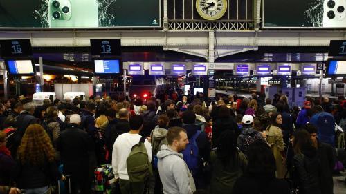 """""""C'est toujours les voyageurs qui trinquent"""" : à la gare Montparnasse, les usagers de la SNCF ont été pris de court par le mouvement social"""