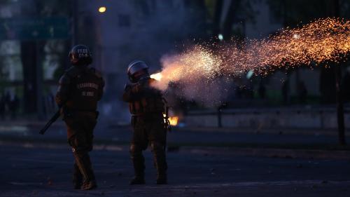 """Émeutes au Chili: le pays """"vit encore avec un legs de la dictature militaire et un sentiment d'inégalité"""""""