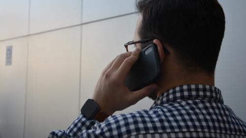 """Émission d'ondes: """"Il y a beaucoup de téléphones qui présentent un niveau d'exposition relativement élevé"""""""