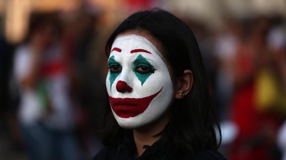 Une manifestante au Liban, avec un maquillage du Joker, le 19 octobre 2019.