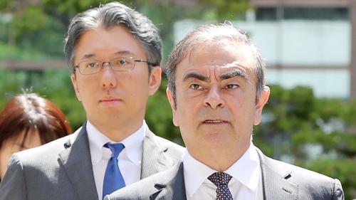 """Les avocats de Carlos Ghosn demandent l'annulation des poursuites """"biaisées"""" et """"politiquement motivées"""" contre leur client"""