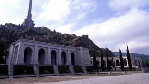 DIRECT. Espagne : regardez l'exhumation du dictateur Franco de son mausolée monumental