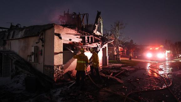"""Une maison détruite par le \""""Tick Fire\"""" à Agua Dulce, en Californie (Etats-Unis), le 25 octobre 2019."""