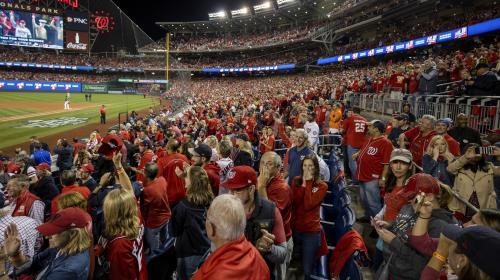 VIDEO. Etats-Unis : Donald Trump hué pendant un match de baseball