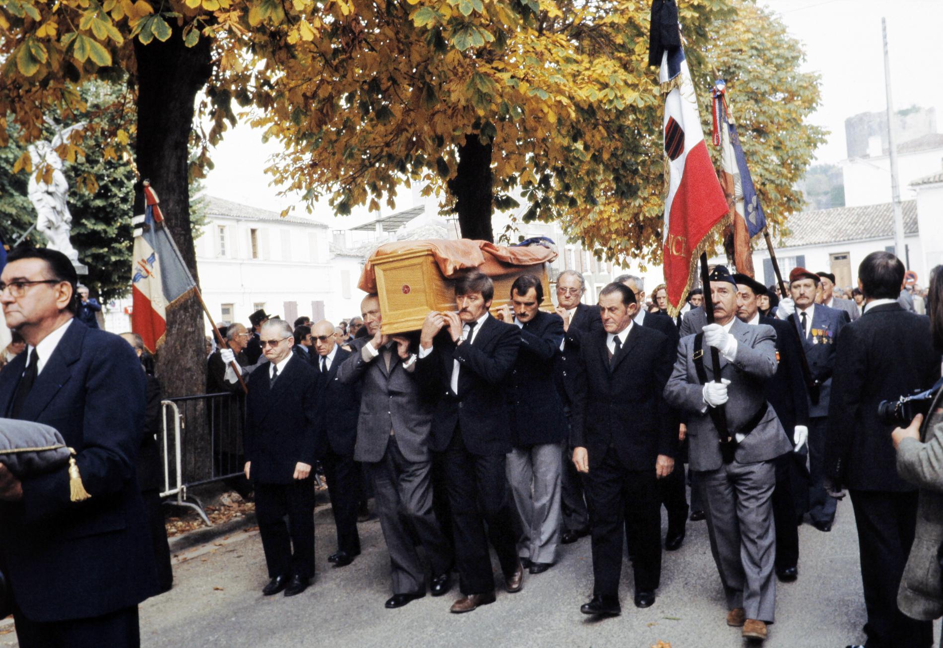 Le cercueil du ministre Robert Boulin, le 3 novembre 1979, àVillandraut (Gironde).