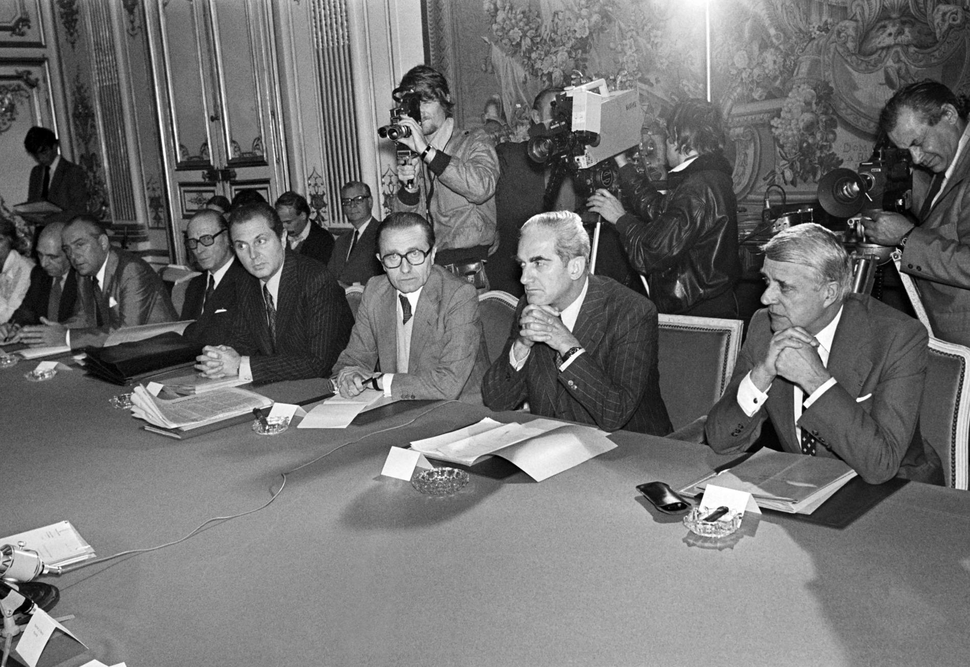 De droite à gauche : le ministre du Travail, Robert Boulin, leministre de la Justice, Alain Peyrefitte, et le ministre de l\'Intérieur, Christian Bonnet, le 4 juillet 1978, à Matignon (Paris).