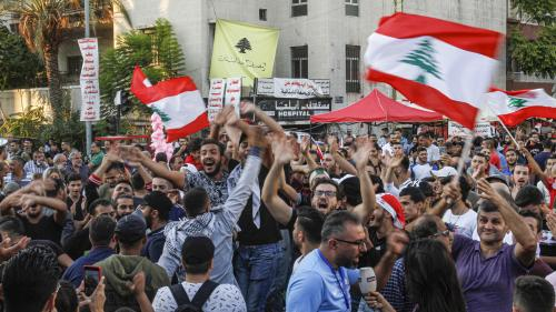"""""""Il faut continuer à mettre la pression pour former le gouvernement que le peuple veut"""" : malgré la démission du Premier ministre, les Libanais restent mobilisés"""