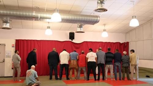 """""""On ne se sent pas en sécurité"""": à Bayonne, certains musulmans pratiquants craignent de se rendre dans la nouvelle salle de prière"""