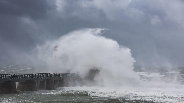 Tempête Amélie : 14 départements en vigilance orange aux vents violents, un risque de pluie inondation sur les Alpes-Maritimes et la Corse-du-Sud