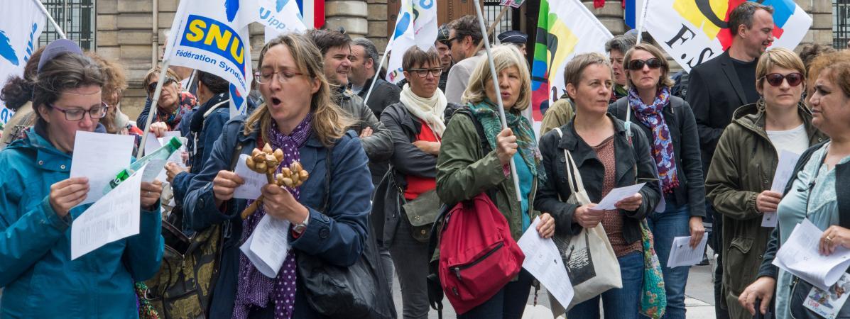 Des profs manifestent contre la loi Blanquer, à Paris, le 13 juin 2019.