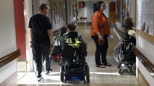 Handicap : Emmanuel Macron dévoile une série de mesures
