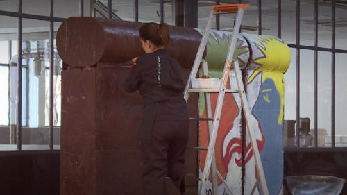 VIDEO. Un artiste crée une réplique du mur de Berlin… en chocolat