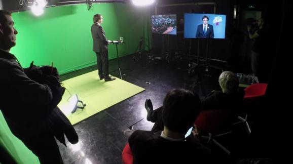 Le leader indépendantiste catalan Carles Puigdemont lors d\'un meeting politique organisé en vidéoconférence depuis Bruxelles (Belgique), en décembre 2017.