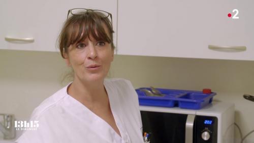 """VIDEO. Oria, médiatrice aux urgences de l'hôpital de Saint-Denis : """"Il faut aimer être en relation avec des gens un peu abîmés"""""""