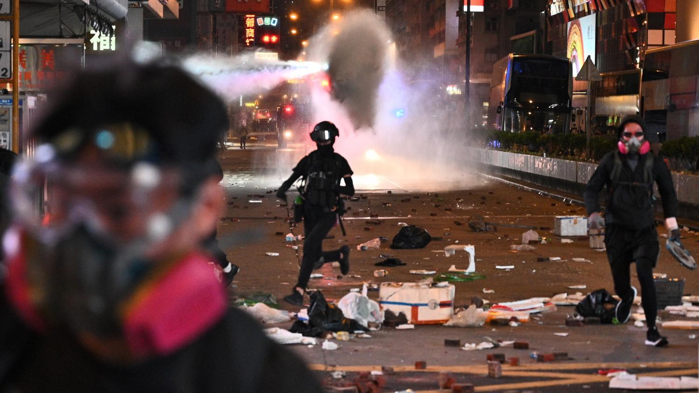 Manifestant blessé par balle, homme brûlé vif... Journée noire à Hong Kong cinq mois après le début des man... - franceinfo