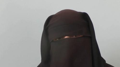 """""""Je veux rentrer en France"""" : le témoignage de femmes de jihadistes présumés en Syrie"""