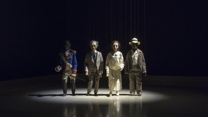 """""""Teatro"""" : l'artiste autrichien Peter Friedl raconte l'Histoire autrement au Carré d'Art de Nîmes"""
