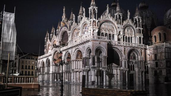 La basilique Saint-Marc de Venise sous les eaux, le 12 novembre 2019.