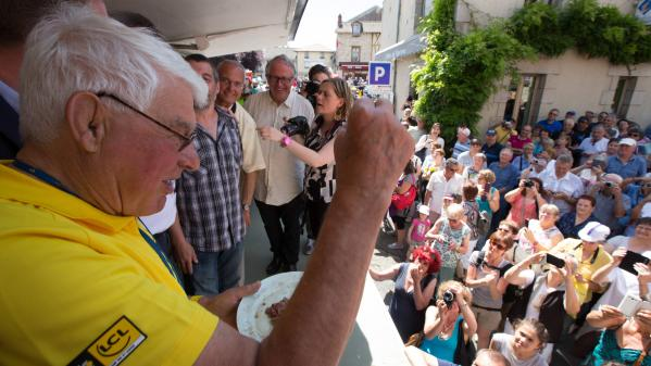 """""""Cela fait 64 ans que je vis dans le 'poulidorisme'"""" : en Haute-Vienne, dans le village de Raymond Poulidor, ses amis racontent cet homme """"adulé"""""""