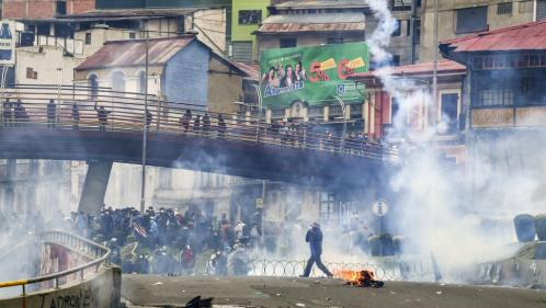 """Bolivie : des affrontements éclatent à La Paz, Evo Morales se dit prêt à rentrer au pays """"pour apaiser la situation"""""""
