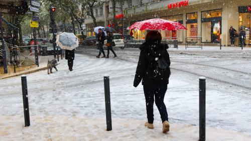 DIRECT. Foyers privés d'électricité, routes bloquées, trafic SNCF perturbé... D'importantes chutes de neige perturbent le Sud-Est