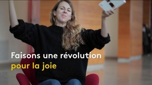 """VIDEO. L'humoriste Nicole Ferroni lit le poème """"Une Révolution saine"""" de l'écrivain britannique D. H. Lawrence"""
