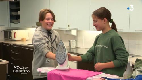 VIDEO. Finlande : cuisine, repassage, pliage de draps... des cours d'économie domestique pour filles et garçons à l'école