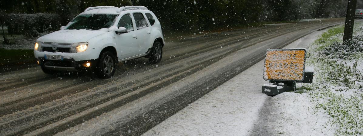 Villages bloqués par la neige : une 3e nuit sans électricité