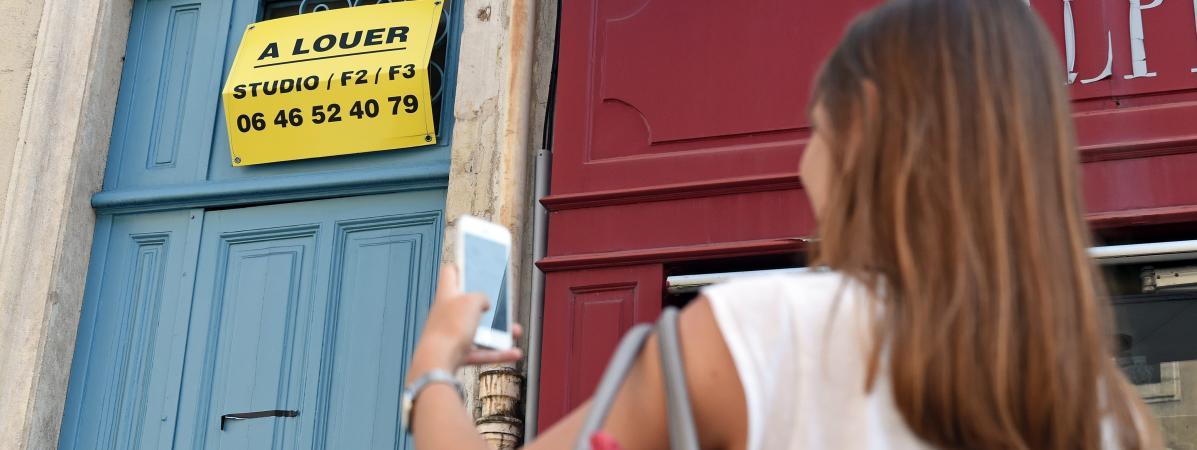 Une étudiante recherche un logement, à Nancy (Meurthe-et-Moselle), le 25 août 2017.