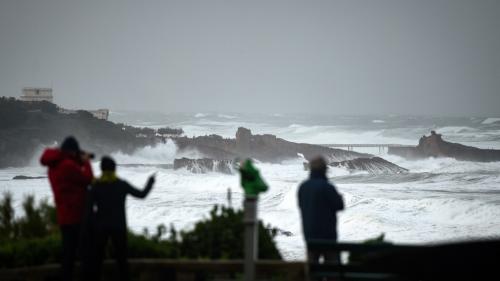 La tempête Barbara se rapproche des côtes françaises. Douze départements sont placés en vigilance orange pour vents violents, mardi 20 octobre.