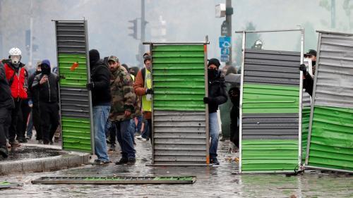"""DIRECT. """"Gilets jaunes"""" : la police ordonne l'évacuation de la place d'Italie à Paris, des policiers """"blessés"""" lors des violences"""