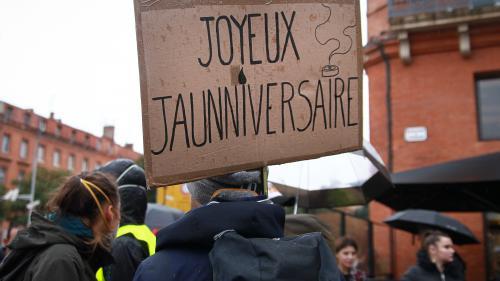 """VIDEO. Nantes, Toulouse, Saint-Etienne... L'anniversaire des """"gilets jaunes"""" célébré dans toute la France"""