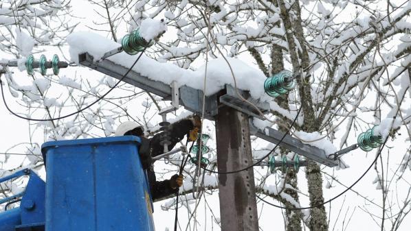 Neige : les foyers privés d'électricité vont être raccordés