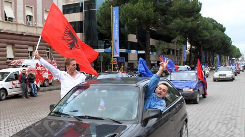 """""""C'est très décevant"""" : avant le match contre l'équipe de France, des Albanais critiquent le veto d'Emmanuel Macron sur leur entrée dans l'Union européenne"""