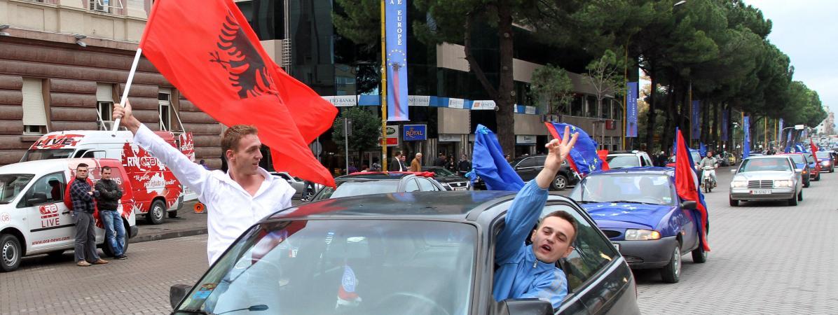 """""""C'est très décevant"""" : avant le match contre l'équipe de France, des Albanais critiquent le veto d'Emmanue..."""
