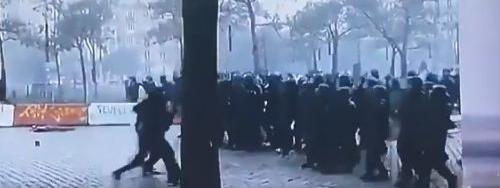 """Des policiers se sont-ils fait passer pour des black blocs lors de la manifestation des """"gilets jaunes"""" sam..."""