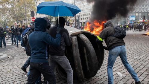 """""""Gilets jaunes"""" : près de 300 personnes interpellées lors du premier anniversaire du mouvement, la plupart à Paris"""