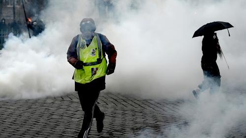 """""""On s'est fait gazer toute la matinée"""" : les revendications des """"gilets jaunes"""" éclipsées par les violences, place d'Italie à Paris"""