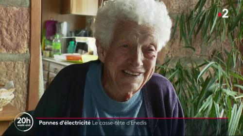 """VIDEO. """"Tu vas pas rester toute seule"""" : une nonagénaire privée de courant accueillie par ses voisins dans la Drôme"""