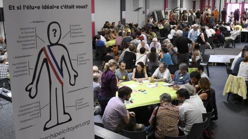 """Élections municipales : contre la """"sclérose"""" des partis politique, les collectifs de citoyens se développent"""