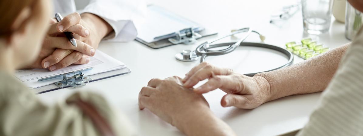 """Dans une tribune, 65 médecins appellent à agir pour """"repérer et prévenir les violences conjugales et sexuel..."""