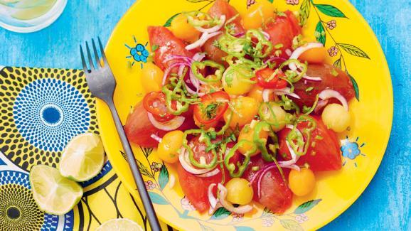 Salade Kachumbari, tomates, oignons, piments, à laquelle on peut ajouter avocat, mangue,concombre, etc. On la retrouve au Kenya, en Tanzanie ou au Malawi.