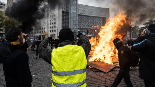 """""""Gilets jaunes"""" : l'homme qui a piégé des policiers dans une laverie à Paris condamné à un an de prison"""
