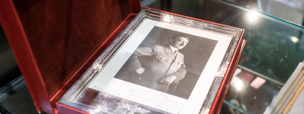 Allemagne : des effets personnes d'Hitler et de dirigeants nazis vendus aux enchères pour des milliers d'euros