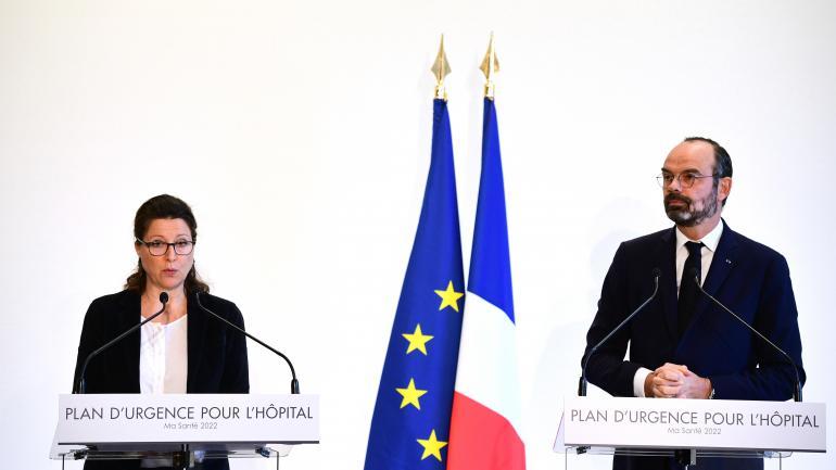 """La ministre de la Santé, Agnès Buzyn, et le Premier ministre, Edouard Philippe, présentent le \""""plan d\'urgence\"""" pour l\'hôpital public, le 20 novembre 2019 à Paris."""
